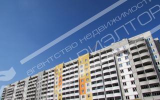 Продаётся двухкомнатная квартира 65,97м2 на пятом этаже десятиэтажного дома с фасадным утеплением по улице Кузнецова Кировский район